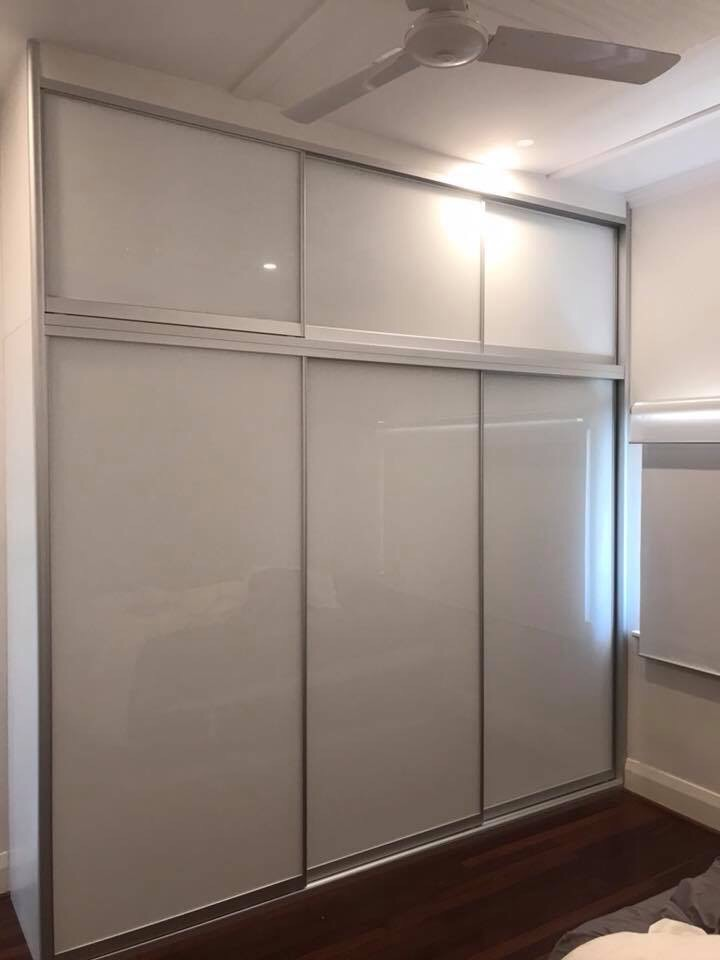 Super white glass two-tier sliding wardrobe