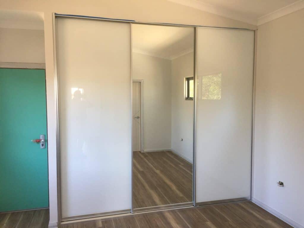 Mirror and white glass wardrobe doors