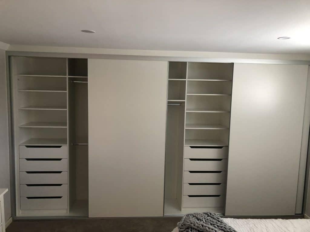 Buitl in wardrobe internal layout