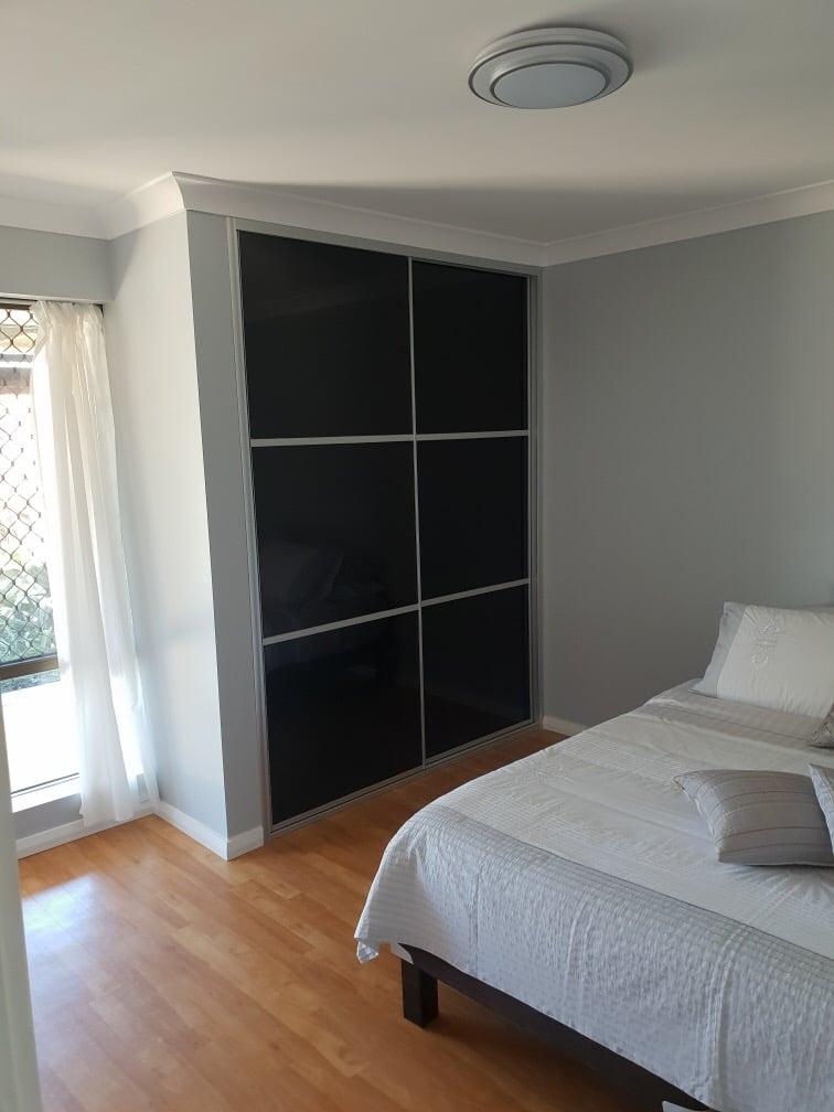 Black expression door wardrobe