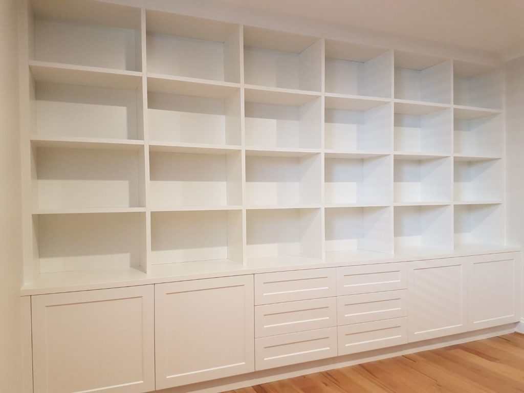 Display unit in white
