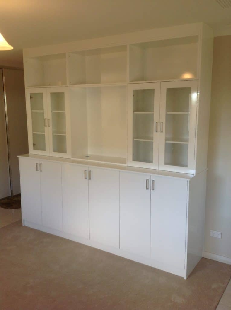 Display unit with glass doors