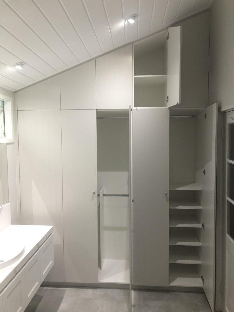 Internal design of hinged door wardrobe