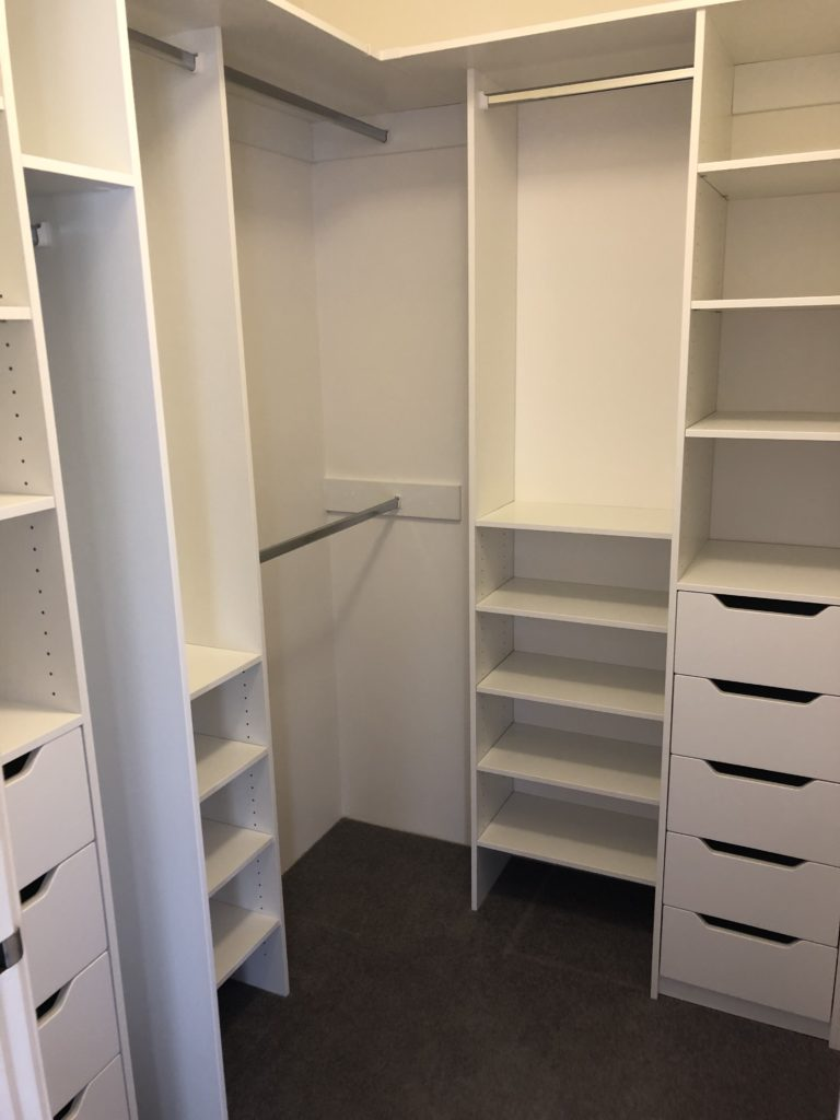 Walk in wardrobe configuration