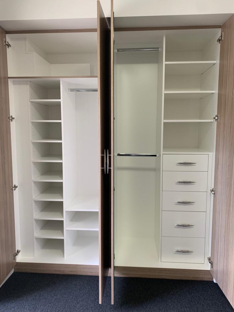 Hinged door wardrobe internals