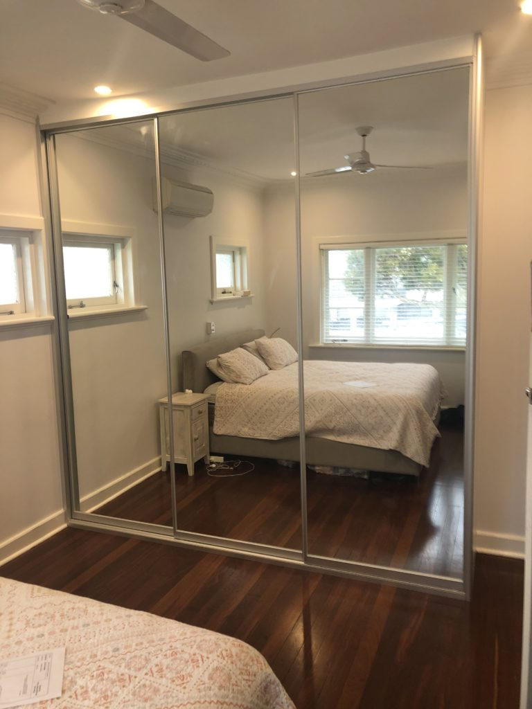 Sliding mirror door wardrobe